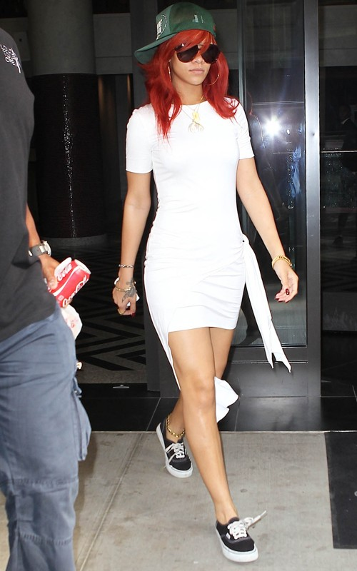 Casual Chic Rihanna In Cushnie Et Ochs House Of Waris And Vans Canvas Authentic Sneakers In