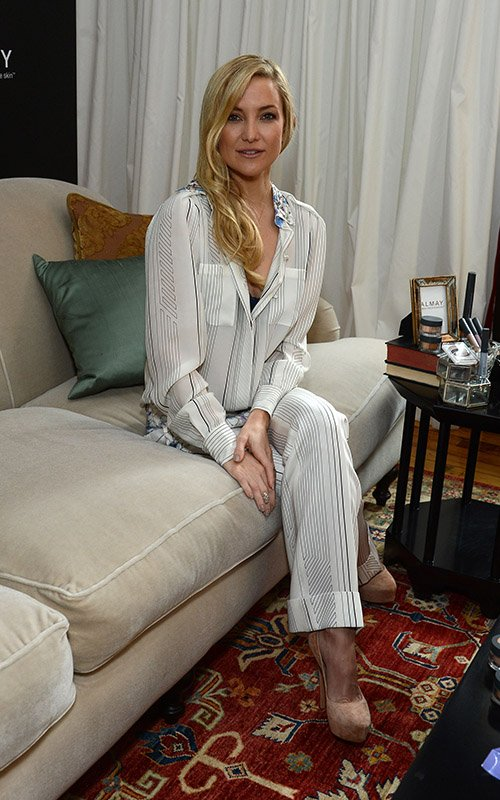 kate-hudson-almay-intense-i-color-bold-nudes-and-smart-shade-mousse-makeup-launch-new-york-city-1