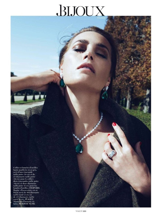 yasmin-le-bon-by-lachlan-bailey-for-vogue-paris-december-2012-5