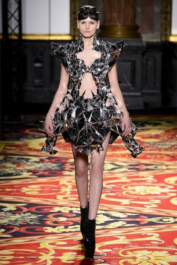 iris-van-herpen-couture-spring-2013-10