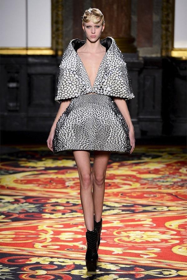 iris-van-herpen-couture-spring-2013-4