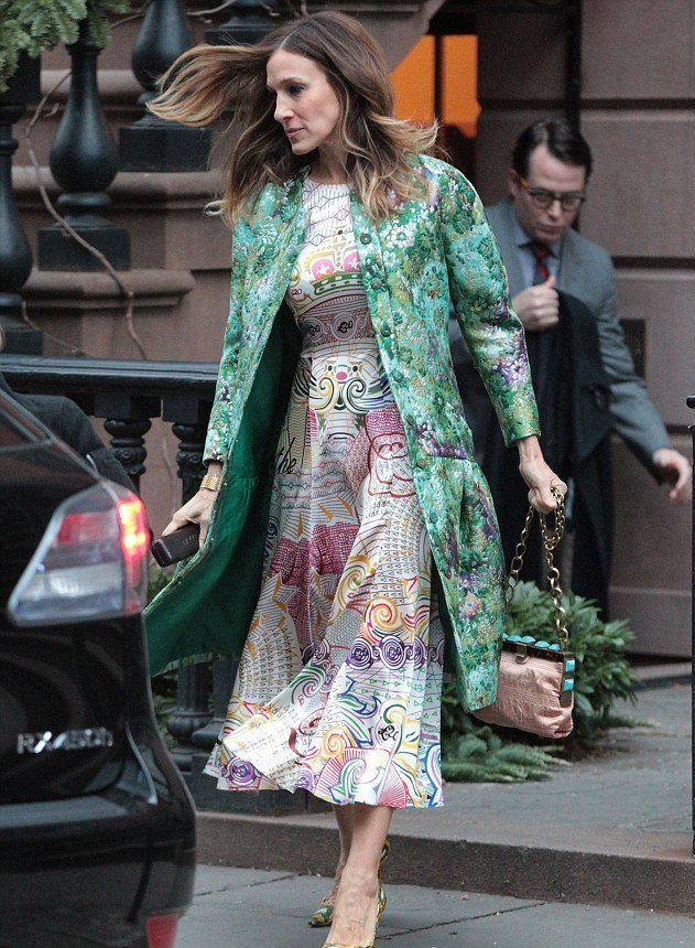 sarah-jessica-parker-new-york-city-giambattista-valli-couture-floral-jacquard-coat-mary-katrantzou-spring-2013-dress-jean-michel-emma-snakeskin-embossed-pumps