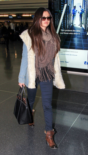 selena-gomez-jfk-airport-free-people-denim-and-sherpa-jacket-spellbound-ankle-boots-dolce-gabbana-miss-escape-classic-leather-tote-1