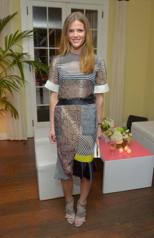 brooklyn-decker-vanity-fair-campaign-hollywood-2013-vanities-calender-celebration-chateau-marmont-los-angeles-preen-spring-2013-maja-top-skirt