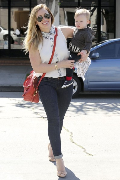 hilary-duff-hollywood-finders-keepers-mood-for-love-shirt-louis-vuitton-speedy-bandouliere-bag-bottega-veneta-bow-pumps