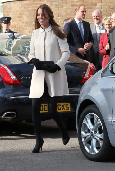 catherine-duchess-of-cambridge-the-child-bereavement-center-goat-redgrave-coat-1
