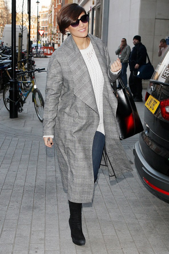 frankie-sandford-radio-one-studios-london-topshop-boutique-check-shawl-coat
