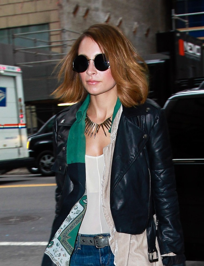 nicole-richie-the-rachael-ray-show-new-york-city-house-of-harlow-1960-layla-sunglasses-nomadic-warrior-arrow-necklace-simone-by-katie-nehra-moto-leather-cropped-jacket-fendi-2jours-calf-hair
