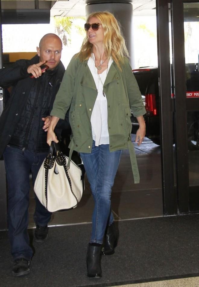 gwyneth-paltrow-lax-airport-current-elliott-the-infantry-jacket-gucci-soft-stirrup-white-straw-shoulder-bag-1