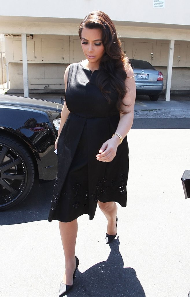 kim-kardashian-joans-on-third-cafe-los-angeles-jil-sander-navy-spring-2013