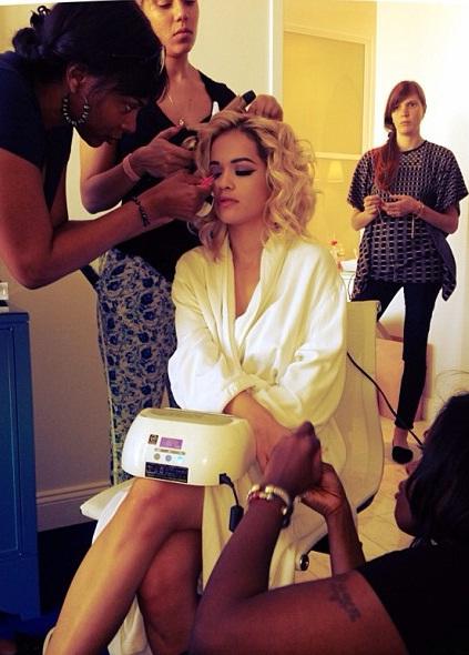 rita-ora-2013-met-gala-thakoon-custom-dress-cynthia-alvarez-ojon-hairstylist-curls-1