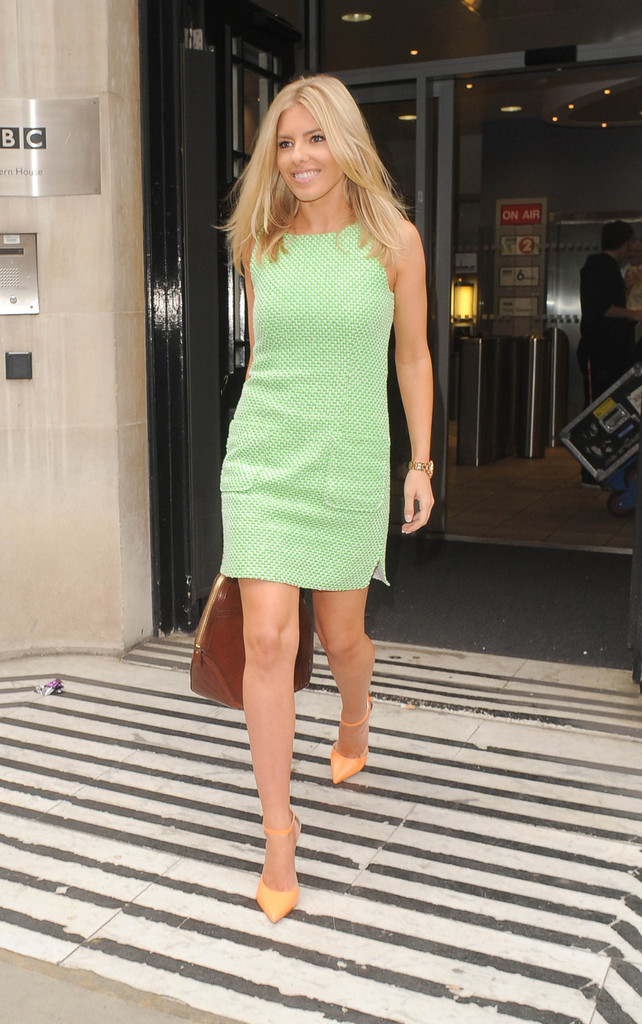 mollie-king-bbc-radio-two-studios-london-jaeger-fluoro-tweed-shift-dress