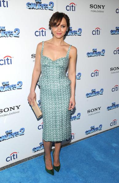 christina-ricci-smurfs-2-new-york-blue-carpet-screening-thom-browne-resort-2014-dress-1