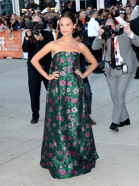 alicia-vikander-the-fifth-estate-2013-toronto-film-festival-premiere-erdem-pre-fall-2013-strapless-floral-jacquard-gown-1
