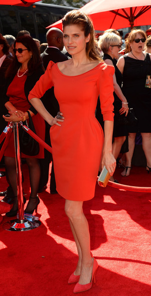 lake-belly-2013-creative-emmy-awards-los-angeles-lanvin-fitted-dress-1