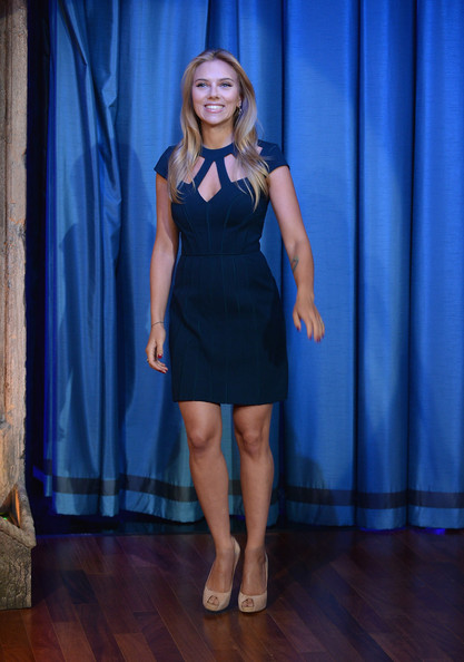 scarlett-johansson-late-night-with-jimmy-fallon-catherine-deane-ramona-dress