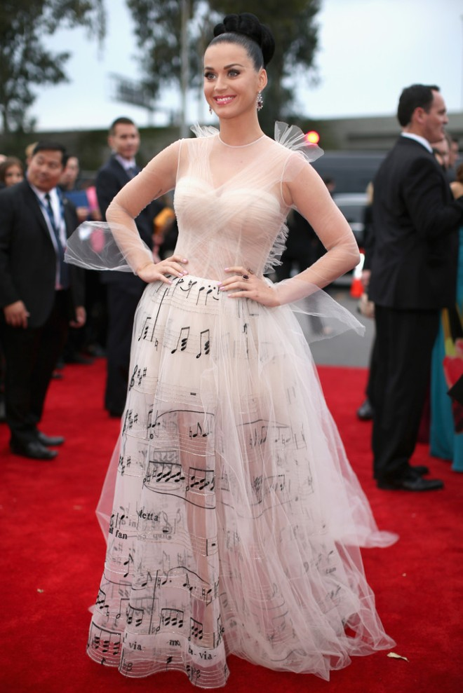 katy-perry-56th-grammy-awards-valentino-spring-2014-couture-gown