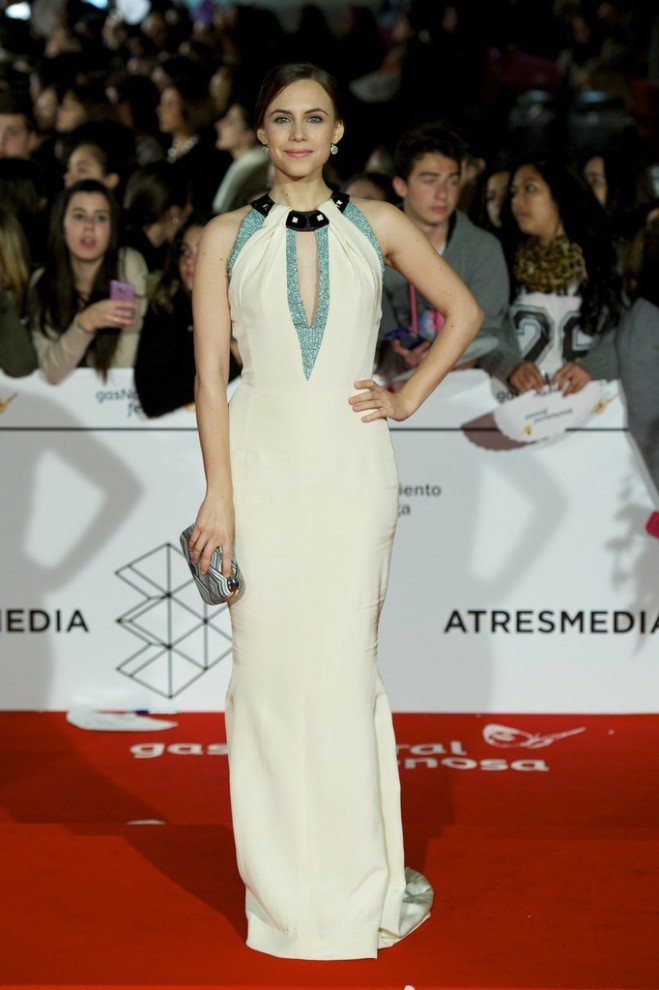 aura-garrido-17th-malaga-film-festival-closing-ceremony-carolina-herrera-spring-2014-gown