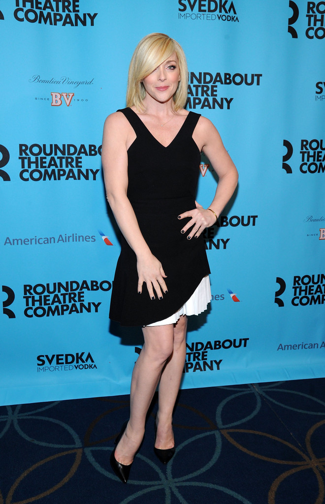 jane-krakowski-roundabout-theatre-spring-2014-gala-new-york-city-victoria-beckham-silk-crepe-and-wool-mini-dress
