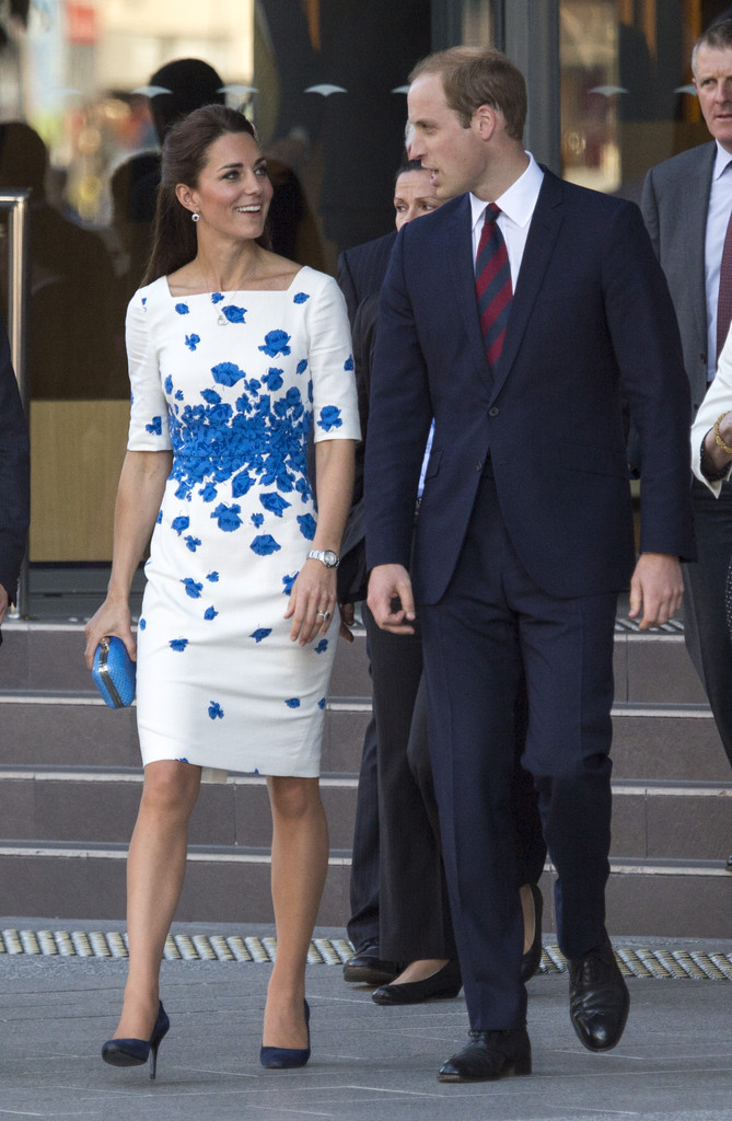 catherine-duchess-of-cambridge-russell-street-brisbane-australia-lk-bennett-lasa-floral-print-dress-oroton-clutch-1