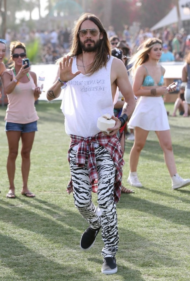 jared-leto-coachella-2014-saint-laurent-black-and-white-tiger-print-skinny-jeans-1
