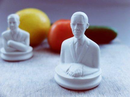 sculptureindesign-president-obama-porcelain-salt-and-pepper-shaker-1