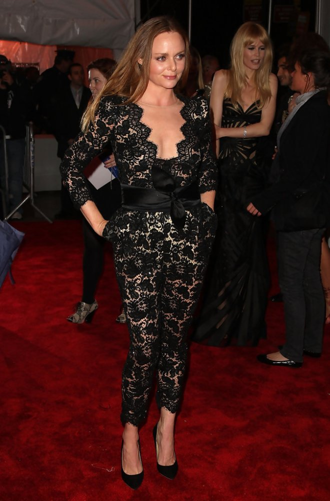 stella-mccartney-2009-met-gala-stella-mccartney-resort-2010-lace-jumpsuit