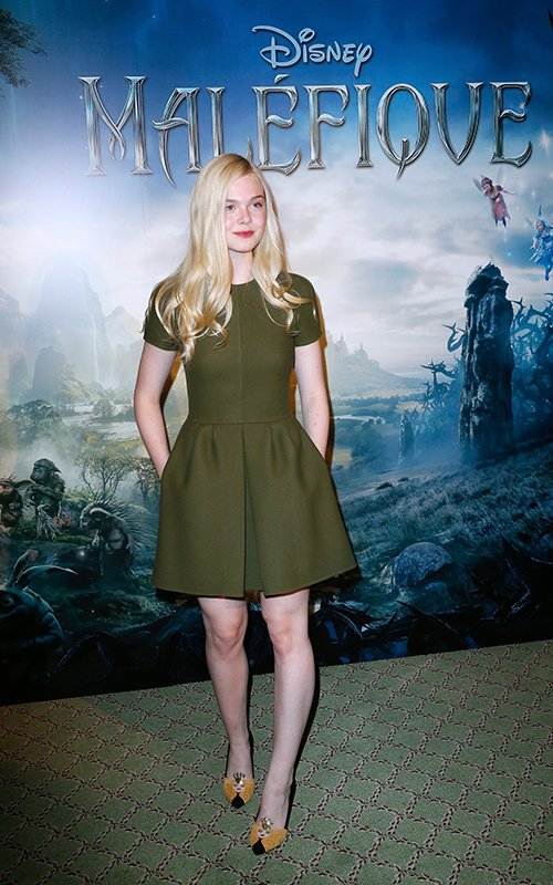 elle-fanning-maleficent-photocall-paris-valentino-pre-fall-2014-dress-charlotte-olympia-sleeping-beauty-pumps