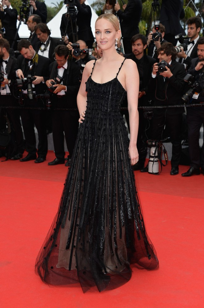 jess-weixler-foxcatcher-premiere-67th-annual-cannes-film-festival-armani-prive-fall-2013-gown