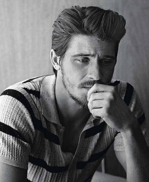 garrett-hedlund-by-john-balsom-for-man-of-the-world-issue-no-8-5