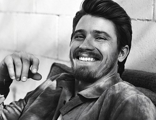 garrett-hedlund-by-john-balsom-for-man-of-the-world-issue-no-8-6