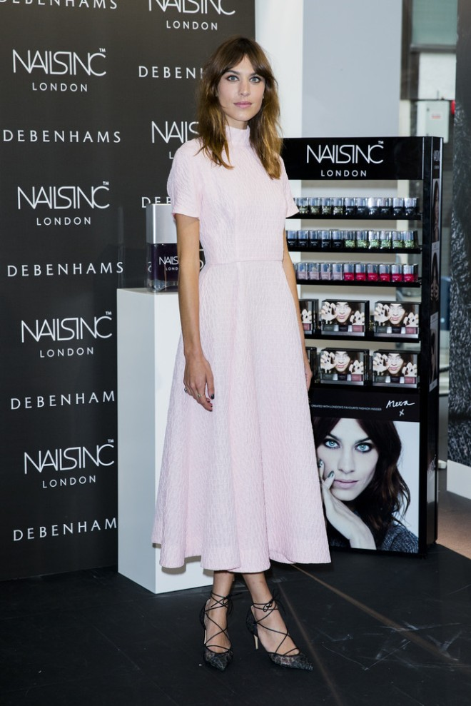 alexa-chung-manicure-collection-launch-photocall-nails-inc-debenhams-london-emilia-wickstead-spring-2014-bionda-castana-nicole-lace-pumps-1