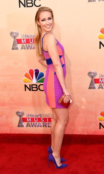 anna-camp-iheartradio-music-awards-2015-three-floor-dress-brian-atwood-pumps-1