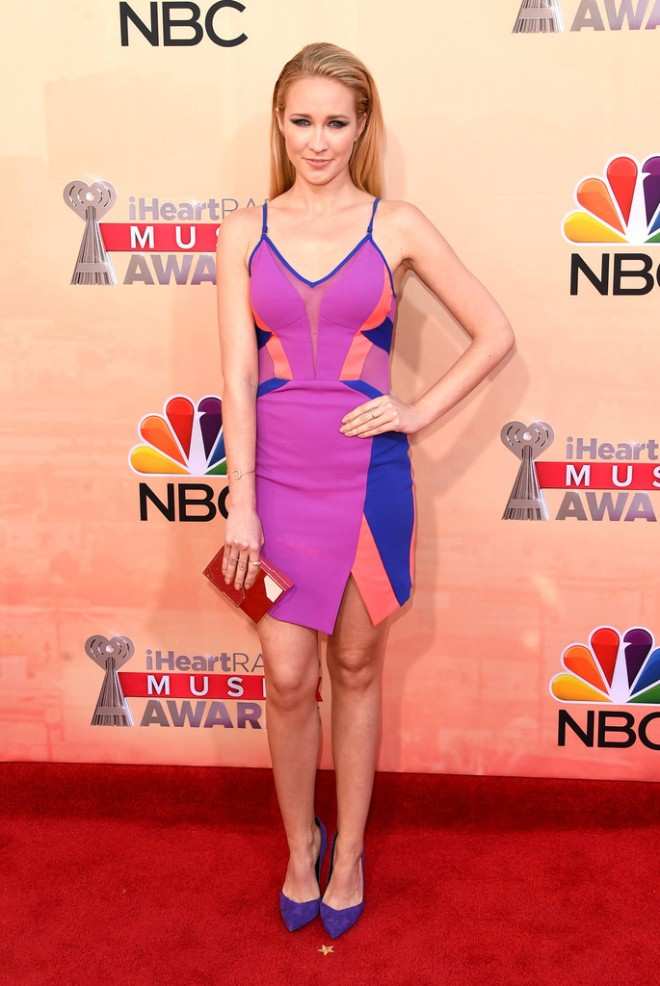 anna-camp-iheartradio-music-awards-2015-three-floor-dress-brian-atwood-pumps