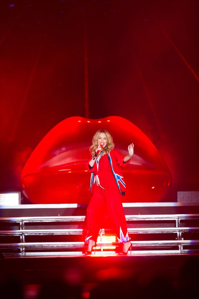 kylie-minogue-dubai-world-cup-jean-paul-gaultier-spring-2015-1